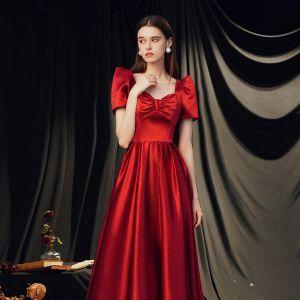 Vintage / Originale Rouge Satin Dansant Robe De Bal 2020 Princesse Encolure Carrée Gonflée Manches Courtes Noeud Longue Dos Nu Robe De Ceremonie