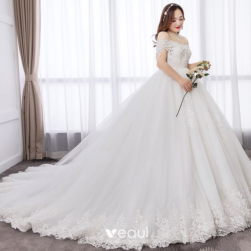 Sencillos Blanco Ball Gown Talla Extra Vestidos De Novia 2019 De Encaje Apliques Sin Espalda Bordado Sin Tirantes Chapel Train Boda