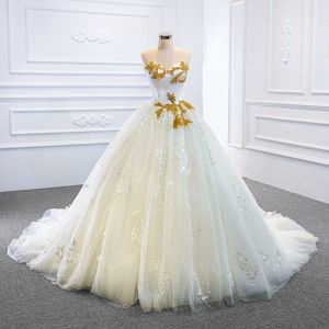 Luxury / Gorgeous White Bridal Wedding Dresses 2020 Ball Gown Sweetheart Sleeveless Backless Appliques Lace Handmade  Beading Chapel Train
