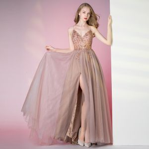 Iluzja Różowy Perłowy Przezroczyste Taniec Sukienki Na Bal 2021 Princessa Spaghetti Pasy Bez Rękawów Frezowanie Rhinestone Podział Przodu Długie Wzburzyć Bez Pleców Sukienki Wizytowe