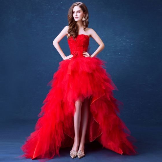 Sexy Rode Asymmetrisch Trouwjurken 2020 Baljurk Strapless Kristal Appliques Gordel Mouwloos Ruglooze Cascading Ruches Rechter Trein