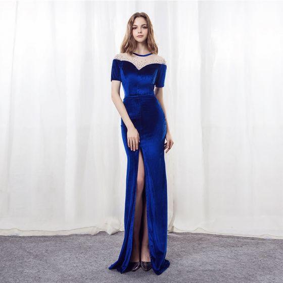 Moderne / Mode Bleu Roi Daim Percé Robe De Soirée 2018 Trompette / Sirène Encolure Dégagée Manches Courtes Faux Diamant Fendue devant Longue Robe De Ceremonie