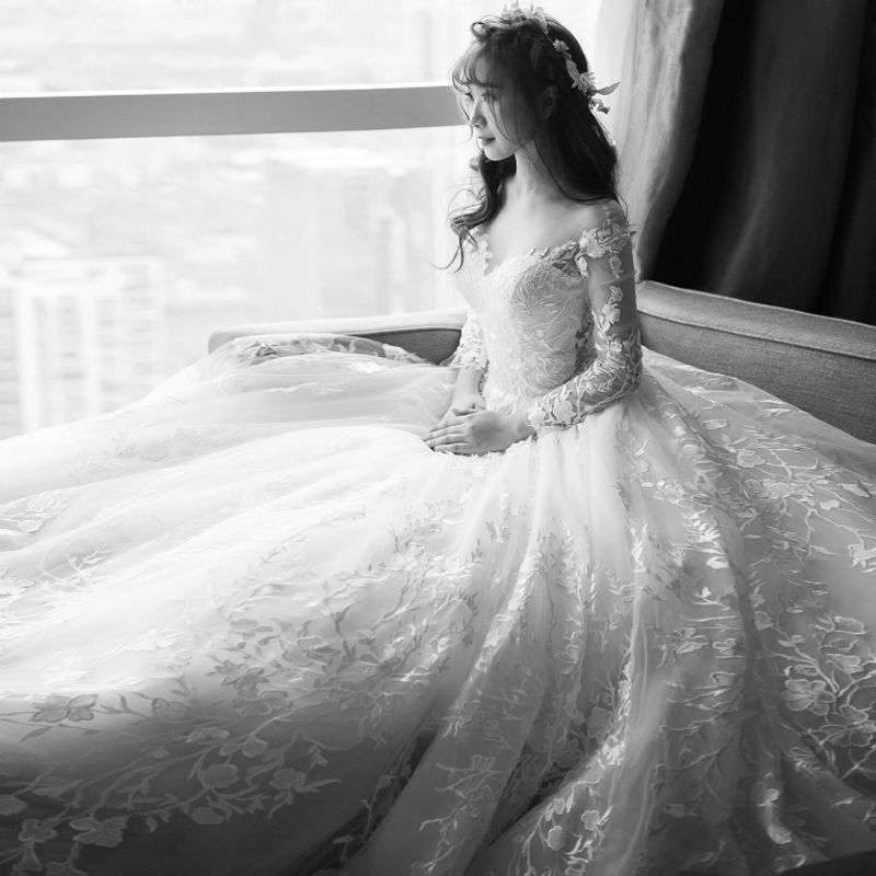 Stunning Champagne Beach Wedding Dresses 2017 A-Line / Princess Scoop Neck Long Sleeve Zipper Up Champagne Pierced Lace Chapel Train Backless