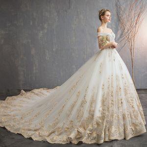Luxus / Herrlich Champagner 2019 Brautkleider / Hochzeitskleider Ballkleid Off Shoulder Schaltflächen Spitze Blumen Ärmellos Rückenfreies Königliche Schleppe