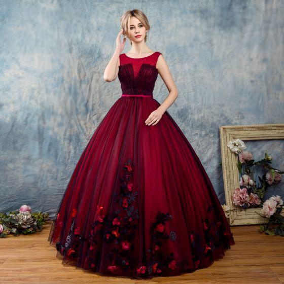 Vintage Burgundy Balklänningar 2017 Balklänning Urringning Ärmlös Appliqués Blomma Rosett Skärp Långa Ruffle Halterneck Formella Klänningar