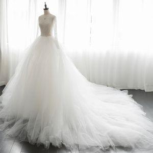 Luxus / Herrlich Ivory / Creme Durchbohrt Brautkleider / Hochzeitskleider 2019 A Linie Rundhalsausschnitt Lange Ärmel Handgefertigt Perlenstickerei Kapelle-Schleppe Rüschen