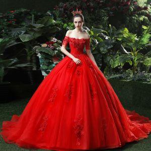 Hermoso Rojo Vestidos De Novia 2018 Ball Gown Apliques Rebordear Lentejuelas Fuera Del Hombro Sin Espalda Sin Mangas Cathedral Train Boda