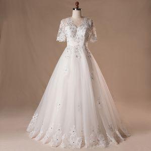 Elegante Klassisch Weiß Brautkleider 2017 A Linie Spitze V-Ausschnitt Tülle Perlenstickerei Pailletten Applikationen Rückenfreies Hochzeit