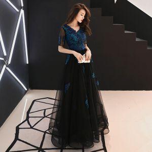 9b6a75e789 Niedrogie Granatowe Sukienki Wieczorowe 2019 Princessa V-Szyja Kótkie Rękawy  Aplikacje Z Koronki Frezowanie Długie