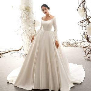 Vintage / Retro Ivory Satin Wedding Dresses 2019 Ball Gown Scoop Neck Short Sleeve Chapel Train Ruffle