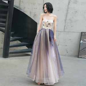 Elegante Champagner Violett Ballkleider 2020 A Linie Herz-Ausschnitt Ärmellos Applikationen Blumen Perlenstickerei Glanz Tülle Lange Rüschen Rückenfreies Festliche Kleider