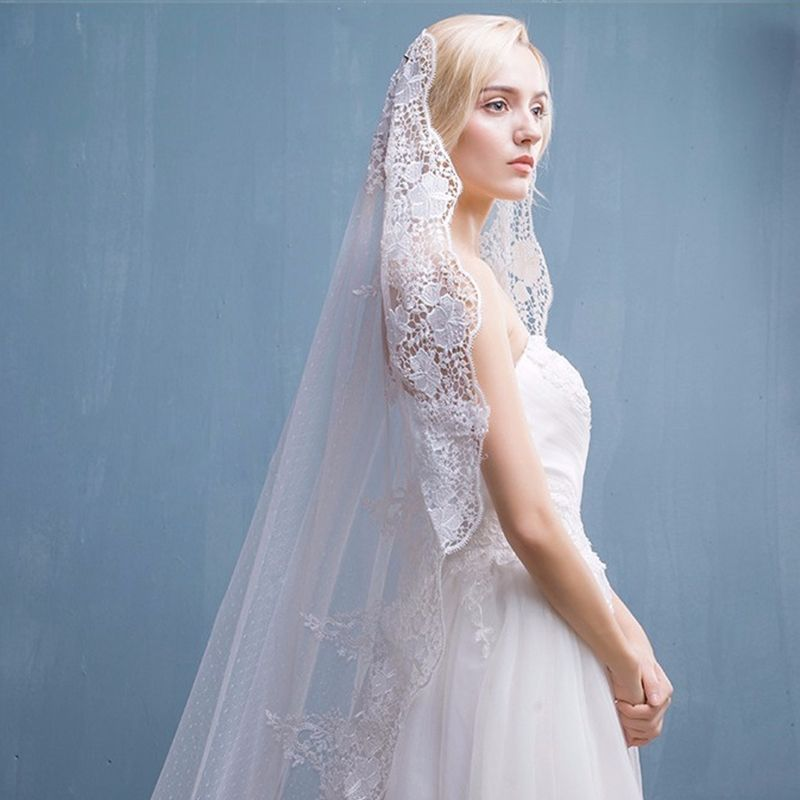 Elegant 2017 2.5 m White Appliques Lace Tulle Outdoor / Garden Wedding Veils