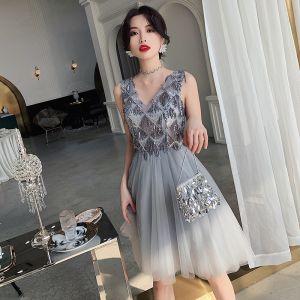 Charming Grey Cocktail Dresses 2019 A-Line / Princess V-Neck Beading Sequins Tassel Sleeveless Backless Short Formal Dresses