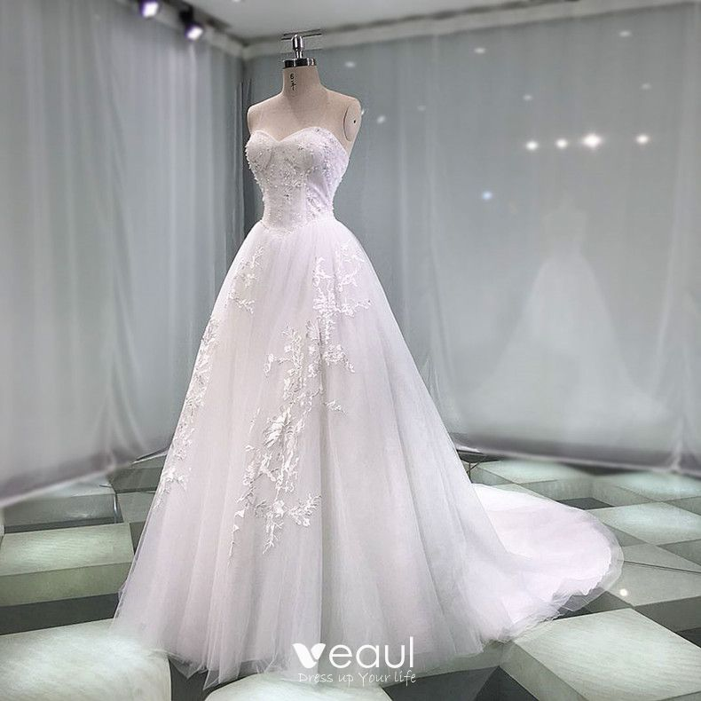 Chic / Beautiful White Wedding Dresses 2019 A-Line / Princess Sweetheart Sleeveless Backless Appliques Lace Pearl Beading Chapel Train