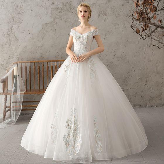 Elegantes Blanco Vestidos De Novia 2018 Ball Gown Con Encaje Flor Perla Fuera Del Hombro Sin Espalda Manga Corta Largos Boda