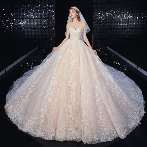 Charming Ivory Lace Flower Wedding Dresses 2020 Ball Gown Strapless Sequins Sleeveless Backless Royal Train