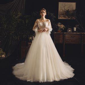 Illusion Champagne Genomskinliga Bröllopsklänningar 2019 Prinsessa Fyrkantig Ringning Långärmad Fjäder Halterneck Appliqués Spets Pierced Beading Domstol Tåg