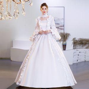 Vintage Średniowieczny Eleganckie Białe Suknia Balowa Sukienki Na Bal 2021 Długie Rękawy Kwadratowy Dekolt Skrzyżowane Pasy Długie Koronkowe Satyna Druk Cosplay Bal Sukienki Wizytowe