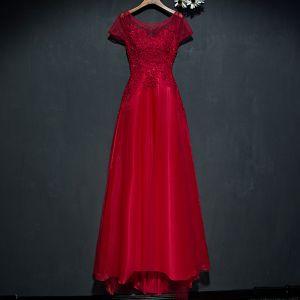 Schöne Rot Festliche Kleider Abendkleider 2017 Mit Spitze Blumen Pailletten Perle Rundhalsausschnitt Kurze Ärmel A Linie