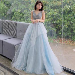Schöne Himmelblau Abendkleider 2019 A Linie V-Ausschnitt Ärmellos Perlenstickerei Lange Rüschen Rückenfreies Festliche Kleider