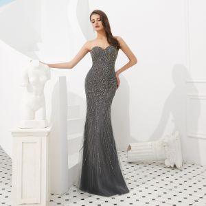 Luksusowe Szary Sukienki Wieczorowe 2020 Syrena / Rozkloszowane Kochanie Bez Rękawów Wykonany Ręcznie Frezowanie odpinany Trenem Watteau Bez Pleców Sukienki Wizytowe