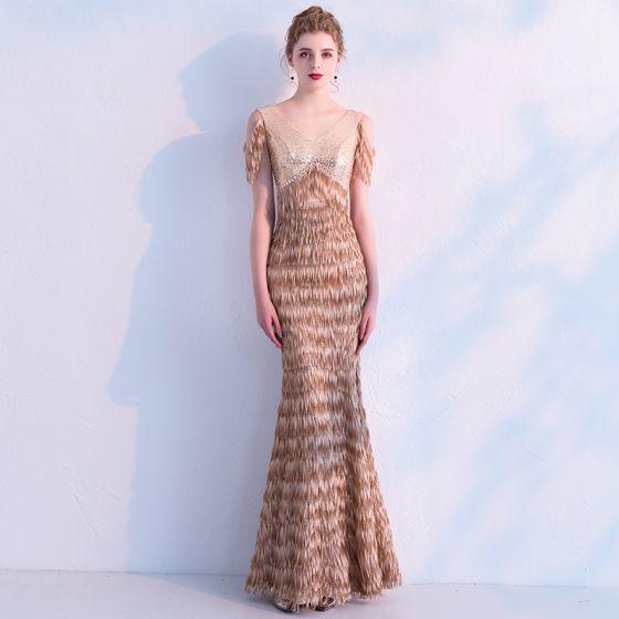 Eleganta Champagne Paljetter Aftonklänningar 2019 Trumpet / Sjöjungfru V-Hals Ärmlös Tassel Polyester Långa Ruffle Halterneck Formella Klänningar