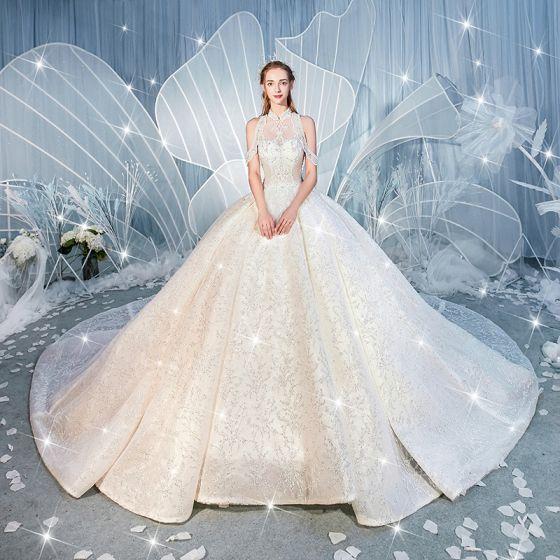 Charmig Vita Bröllopsklänningar 2019 Balklänning Hög Hals Beading Paljetter Spets Blomma Ärmlös Halterneck Royal Train