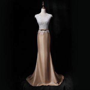 Vintage / Retro Gold Evening Dresses  2018 Trumpet / Mermaid Scoop Neck Sleeveless Appliques Lace Pearl Bow Sash Sweep Train Ruffle Formal Dresses