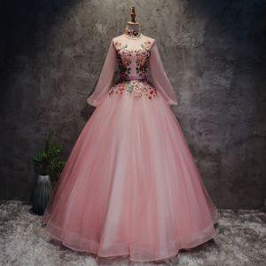 Chinesischer Stil Rosa Ballkleider 2017 Ballkleid Stehkragen Lange Ärmel Applikationen Blumen Perle Stoffgürtel Lange Rüschen Rückenfreies Festliche Kleider