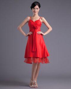 Mode Satin Gefaltete Blumenisolationsschlauchbügel-knielangen Brautjungfernkleid