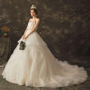 Mode Champagne Bröllopsklänningar 2019 Prinsessa Spaghettiband Ärmlös Halterneck Chapel Train Cascading Volanger