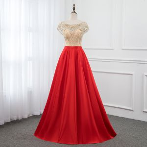 Luxus / Herrlich Rot Satin Durchsichtige Abendkleider 2019 A Linie Rundhalsausschnitt Ärmel Perlenstickerei Lange Rüschen Rückenfreies Festliche Kleider