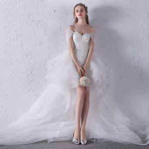 Chic / Belle Blanche Plage Robe De Mariée 2018 Robe Boule En Dentelle Appliques Noeud De l'épaule Dos Nu Sans Manches Asymétrique Mariage