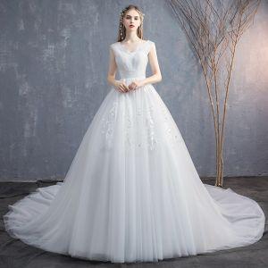 Schöne Weiß Brautkleider / Hochzeitskleider 2019 A Linie V-Ausschnitt Spitze Blumen Ärmellos Rückenfreies Kathedrale Schleppe