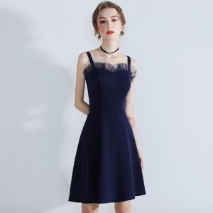 Modest / Simple Navy Blue Homecoming Graduation Dresses 2018 A-Line / Princess Shoulders Sleeveless Short Backless Formal Dresses