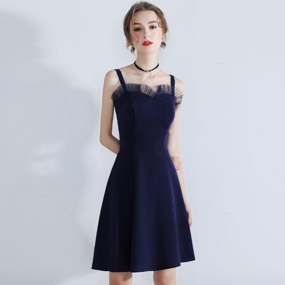 Modest / Simple Navy Blue Homecoming Graduation Dresses 2018 A-Line / Princess Shoulders Sleeveless Short Backless Formal Dresses