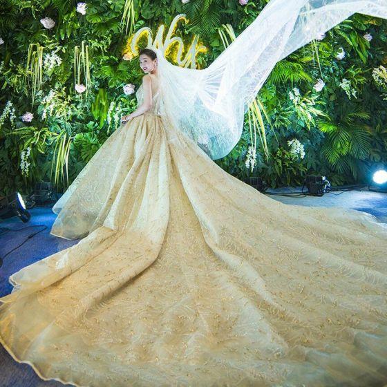 Luxus / Herrlich Glanz Champagner Brautkleider 2018 Ballkleid Spitze Perlenstickerei Kristall Pailletten Stickerei Off Shoulder Rückenfreies Kurze Ärmel Königliche Schleppe Hochzeit