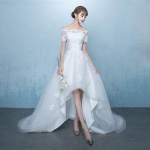 Elegant White Asymmetrical Wedding Dresses 2019 A-Line / Princess Off-The-Shoulder Sash Lace Flower Short Sleeve Backless