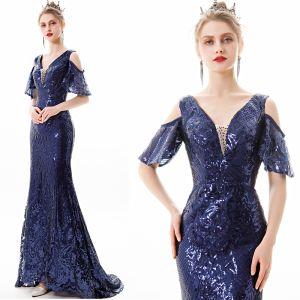 Glitzernden Einfarbig Marineblau Abendkleider 2019 Meerjungfrau V-Ausschnitt Pailletten Kurze Ärmel Rückenfreies Sweep / Pinsel Zug Festliche Kleider