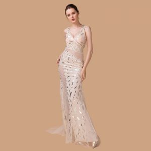 Sexy Champagne See-through Evening Dresses  2018 Trumpet / Mermaid V-Neck Sleeveless Rhinestone Glitter Printing Flower Sweep Train Ruffle Backless Formal Dresses