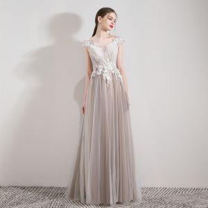 Eleganckie Szampan Sukienki Wieczorowe 2019 Princessa Wycięciem Bez Rękawów Aplikacje Z Koronki Frezowanie Kryształ Długie Wzburzyć Bez Pleców Sukienki Wizytowe