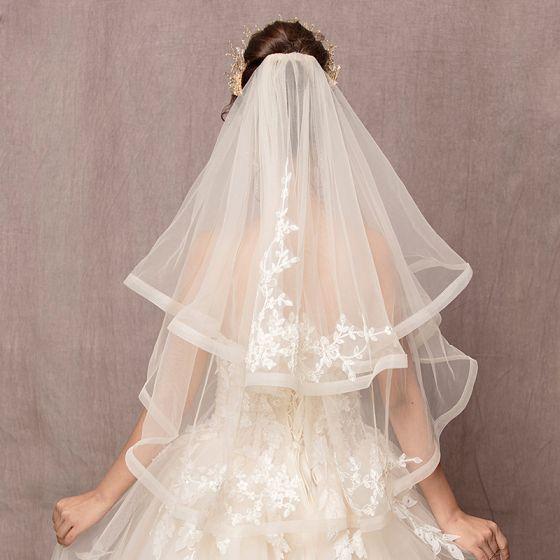 Piękne Kość Słoniowa Ślub Koronkowe Tiulowe Haftowane Wykonany Ręcznie Krótkie Welony Ślubne 2019