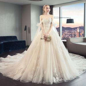 Schöne Champagner Brautkleider / Hochzeitskleider 2019 A Linie Bandeau Perlenstickerei Spitze Blumen Ärmellos Rückenfreies Schleife Königliche Schleppe