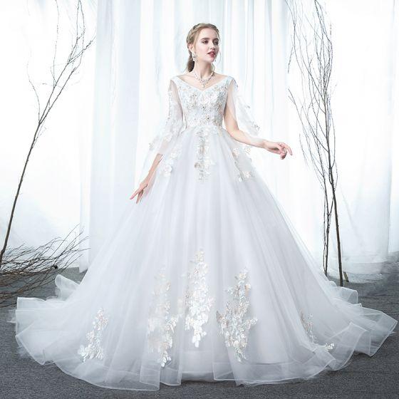 Mode Weiß Schwangere Brautkleider / Hochzeitskleider 2019 Empire V-Ausschnitt Spitze Blumen Strass Ärmellos Rückenfreies Kapelle-Schleppe