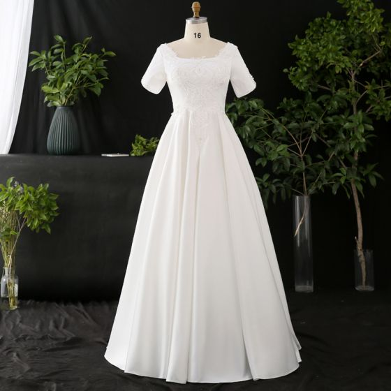 Modest / Simple White Plus Size Wedding Dresses 2020 A-Line / Princess Solid Color U-Neck Short Sleeve Handmade  Appliques Backless Beading Pearl Floor-Length / Long Wedding