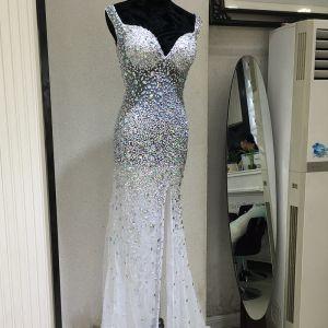Sexy Robe De Ceremonie 2017 Robe De Soirée Blanche Trompette / Sirène Longue V-Cou Sans Manches Dos Nu Perlage Paillettes Faux Diamant
