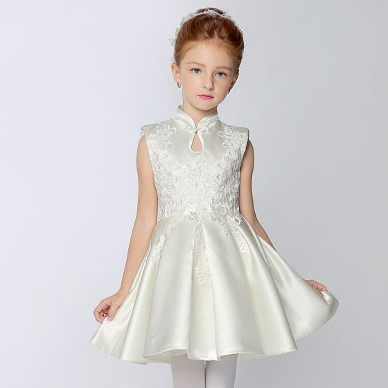 14c05cbf4 Estilo Chino Lglesia Vestidos para bodas 2017 Vestidos para niñas Blanco  Cortos A-Line   Princess Volantes ...