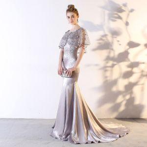 Schöne Silber 2 Stück Abendkleider 2018 Mermaid Perlenstickerei Schleife Rundhalsausschnitt 1/2 Ärmel Hof-Schleppe Festliche Kleider