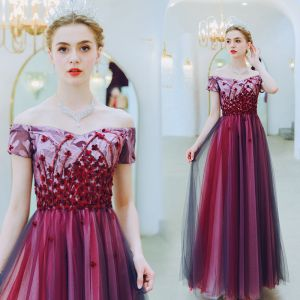 Charming Burgundy Evening Dresses  2019 A-Line / Princess Off-The-Shoulder Beading Lace Flower Appliques Short Sleeve Backless Floor-Length / Long Formal Dresses