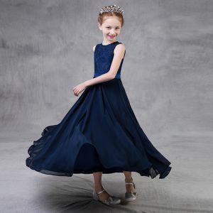 Schlicht Marineblau Chiffon Mädchenkleider 2018 A Linie Rundhalsausschnitt Ärmellos Stoffgürtel Knöchellänge Kleider Für Hochzeit